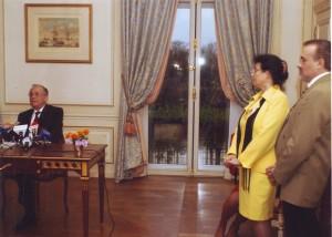 Ion Iliescu,Cleopatra Lorinţiu ,Vasile Popovici(diplomaţi ai Ambasadei României în Franţa).Paris noiembrie 2003, in timpul interviurile preşedintelui  României