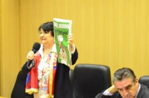 Cleopatra Lorinţiu moderând simpozionul Libertatea şi democraţia la Facultatea de Jurnalism Hyperion, 3 martie 2015.Bucureşti.