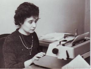 Cleopatra Lorinţiu în1983 colaborând la SLAST .Fotografie( făcută la Tîrgu Mureş în timpul Festivalului Naţional de teatru )de Emanuel Tânjală