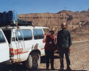 Alături de şoferul libian ,în drum spre Ghadames, 31 decembrie 2004
